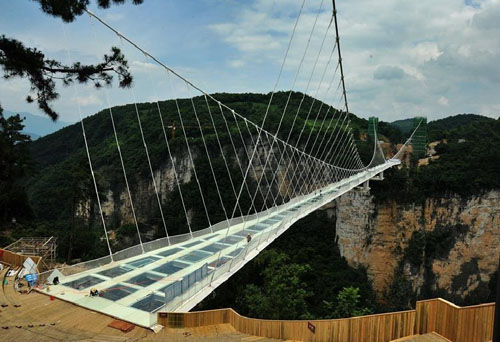 Glass bridge at Grand Canyon to be put into use, central China