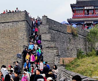 October first days, 5 million tourist per day in the main 124 China's attractions