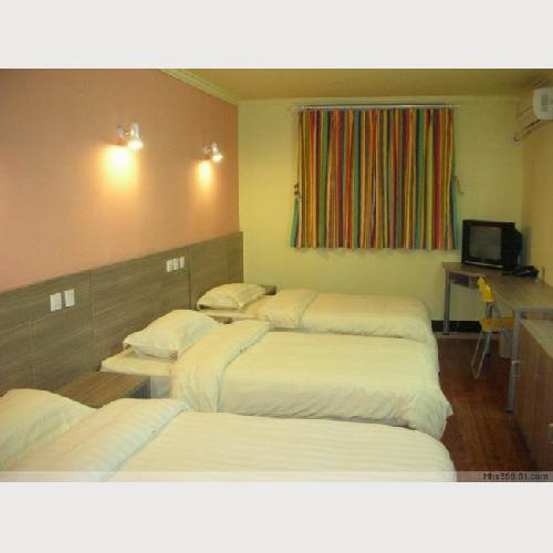 3-bed Room shared bathroom,with TV, air-conditioning and telephone
