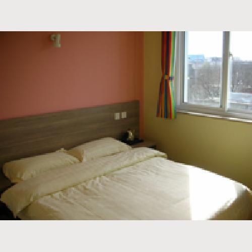 Normal big bed room shared bathroom, with TV, air-conditioning and telephone.